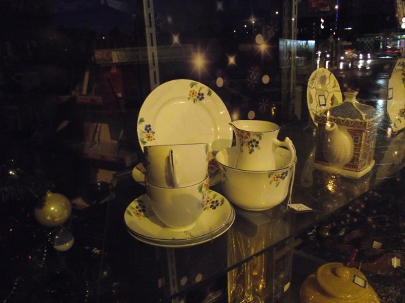 351greenford365crockerywindowcancerresearchshopgreenfordbroadway